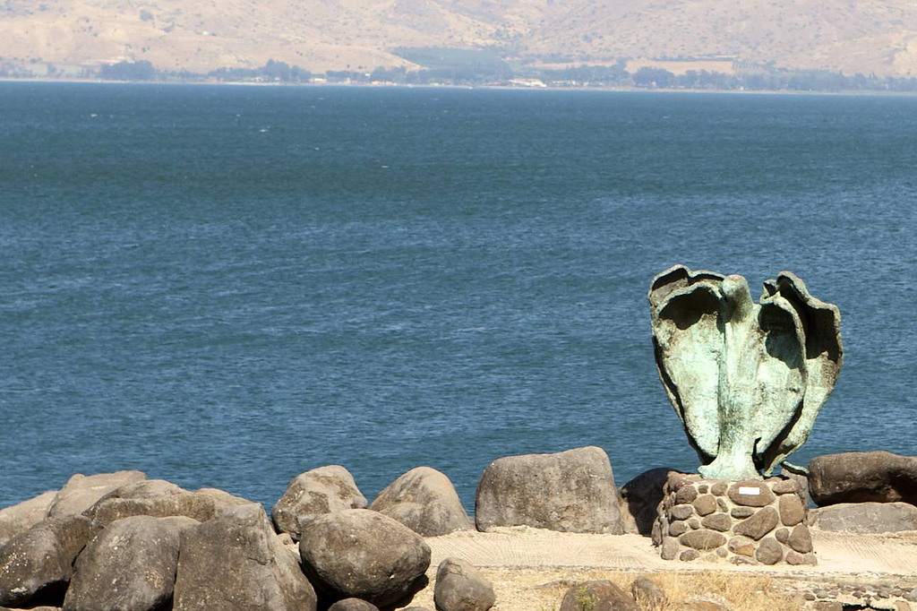 Hitchhiking Israel solo, Sea of Galilee angel statue