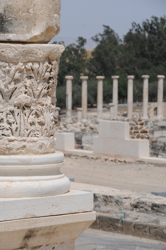 hitchhiking Israel solo, Beit She'an Roman columns